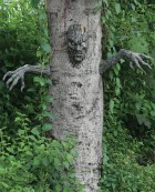 Spooky Living Tree Decor Prop_thumb.jpg